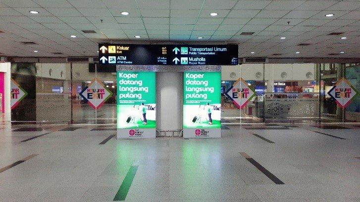 Iklan GrabCar Airport di Exit Kedatangan Domestik Bandara Kualanamu Medan