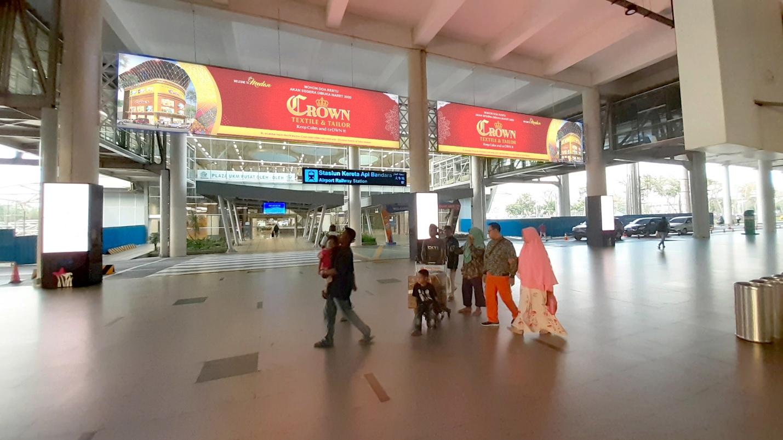 """Media OOH Lightbox untuk Promosi Grand Opening """"CROWN Textile & Tailor"""" di Bandara Internasional Kualanamu Medan"""