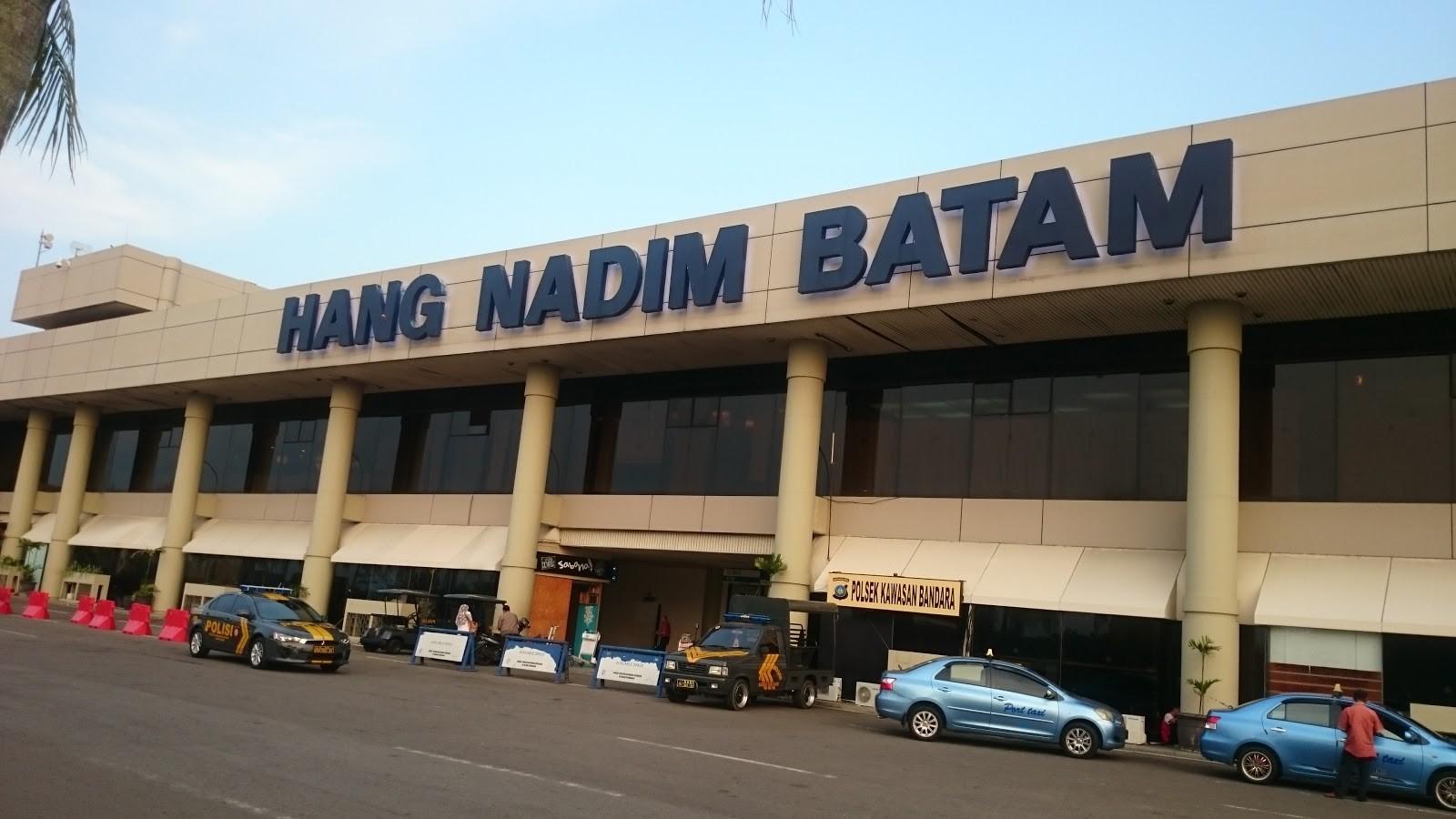 Suasana lapang taxi stand Bandara Internasional Hang Nadim Batam