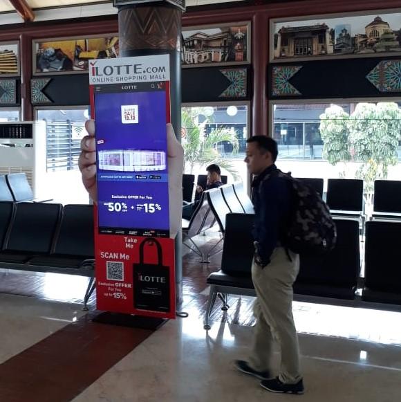 LCD Digital iklan i-LOTTE dengan QR Barcode Promo Spesial dan Totebag Merchandise oleh The Perfect Media