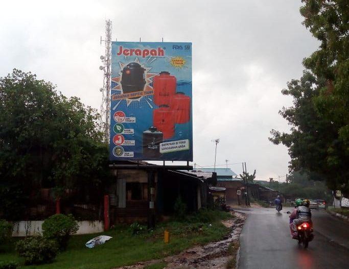 Billboard Iklan Tangki Air Jerapah di Kawasan Batu Aji, Batam