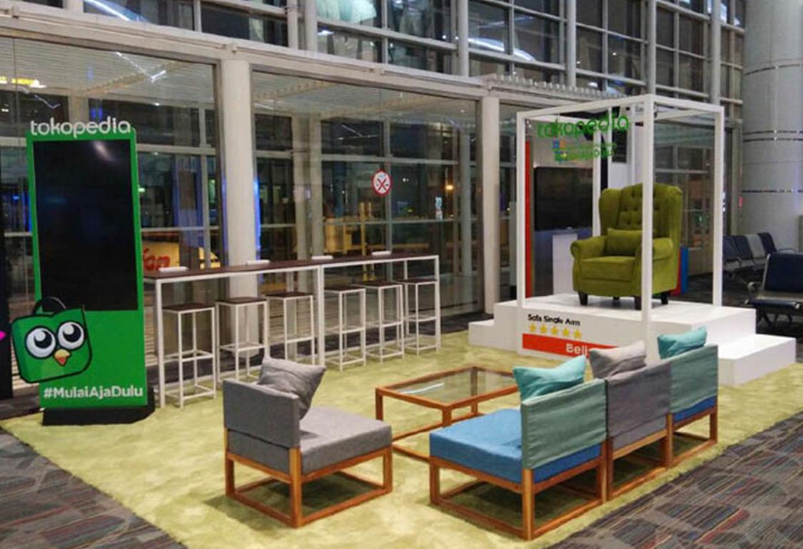 Branding Eksklusif Tokopedia di Bandara Kualanamu Medan