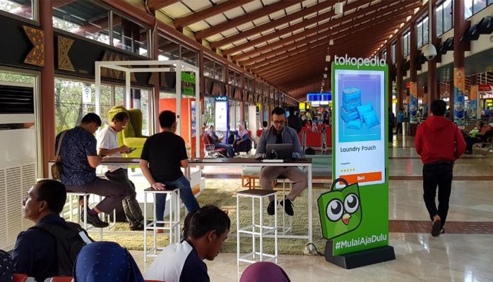 Branding Eksklusif Tokopedia di Bandara Soekarno-Hatta