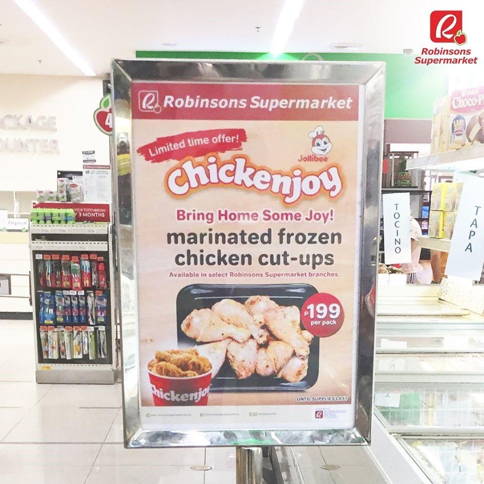 Iklan Lightbox Frozen Chickenjoy Jolibee di salah satu mall di Filipina