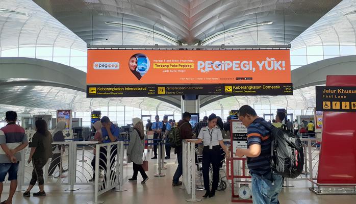 Branding Eksklusif Pegipegi di Bandara Kualanamu Medan