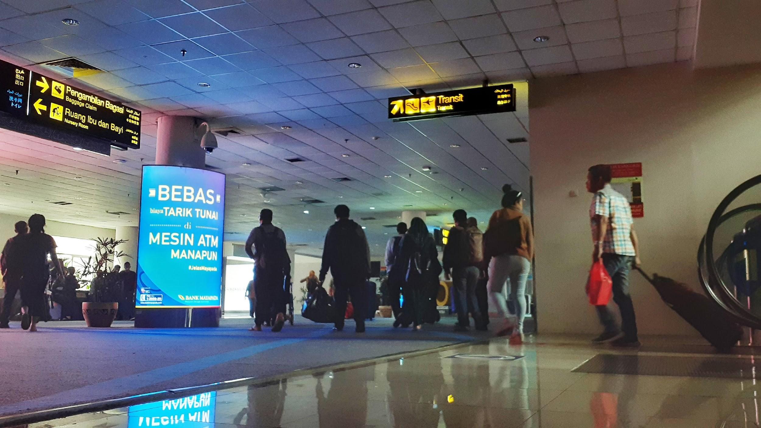 Pillar Lightbox Bank Mayapada di Arrival Area Bandara Internasional Kualanamu Medan