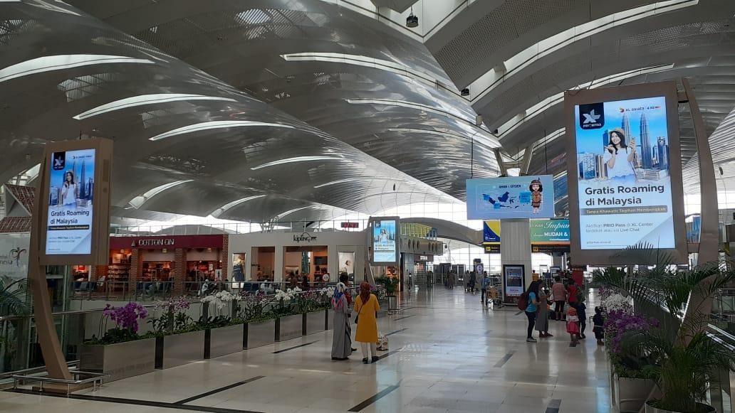 Skybridge Synchronized LCD Screens XL Prioritas di Bandara Internasional Kualanamu Medan