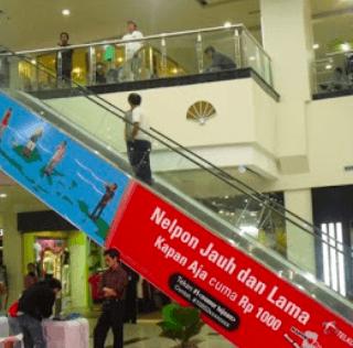 TPM Batam's Creative Use of Escalator Sides