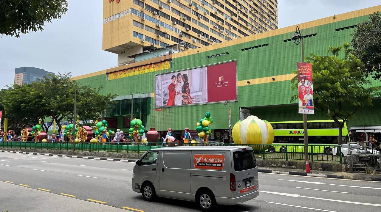 Poh Heng ad with frontlit display in Chinatown (The Perfect Media)